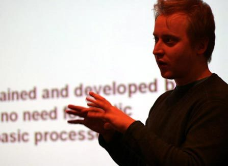 Kai Kuikkaniemi presenting Digitalopenandfree.org at PixelACHE 2005